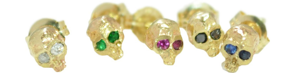 13W-306 ¥11,000+tax<br>※ピアスは片耳の価格となります。<br>スカルの目の石↓<br>White Diamond<br>Black Diamond<br>Ruby<br>Emerald<br>Sapphire<br>Orange Sapphire